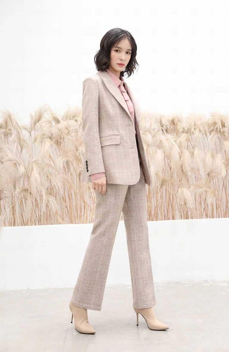 雀啡女装品牌2020春夏新款纯色气质西装外套