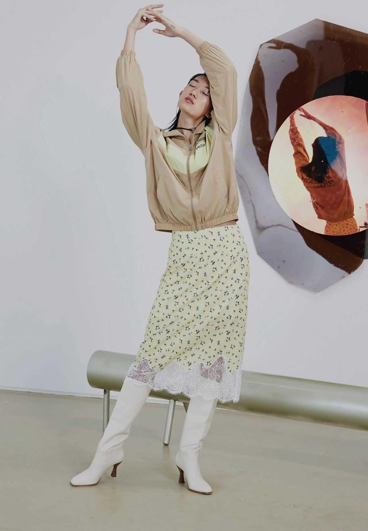 雀啡女装品牌2020春夏新款纯色印字气质外套