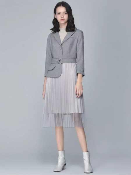 Calabeis/卡拉贝斯女装品牌2020春夏新款纯色纽扣气质外套