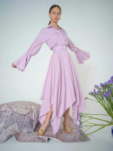 bogdar国际品牌品牌2020春夏Maxi连衣裙饰有珍珠纽扣细节