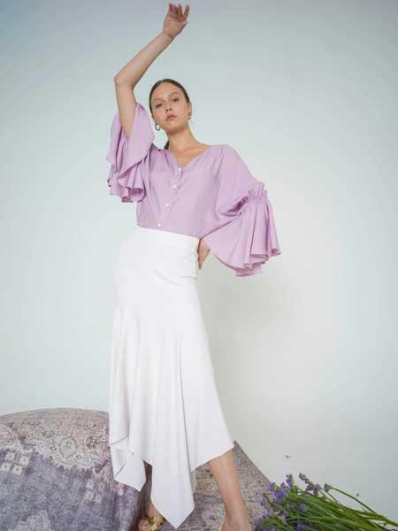 bogdar国际品牌品牌2020春夏衬衫配梨形纽扣细节