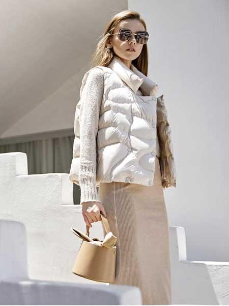 卡歌娜女装品牌2020春夏新款纯色简洁高领羽绒服