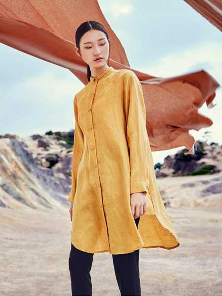 卡歌娜女装品牌2020春夏新款纯色复古高领纽扣大衣