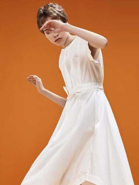 卡歌娜女装品牌2020春夏新款无袖简洁连衣裙