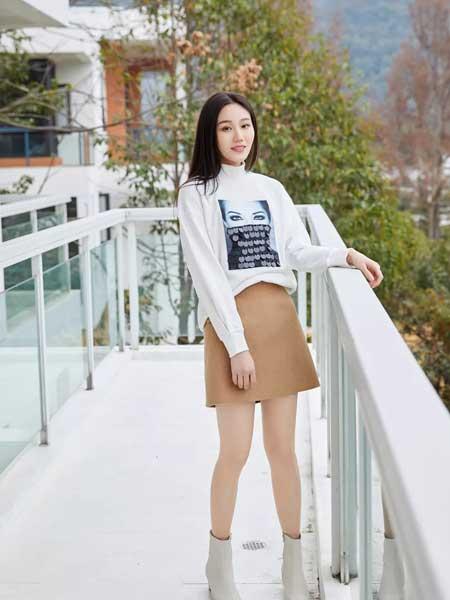 哈祥喜女装品牌2020春夏新款纯色图案针织卫衣