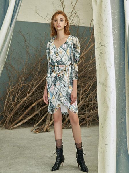 Disaya国际品牌品牌2020春夏神秘卡片印花连衣裙