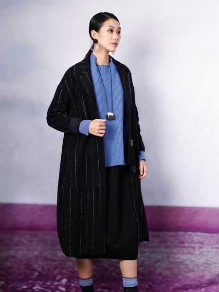 底色女装品牌2020秋冬新款纯色条纹薄棉大衣