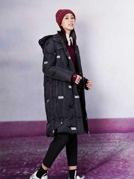底色女装品牌2020秋冬新款纯色波点带帽羽绒服