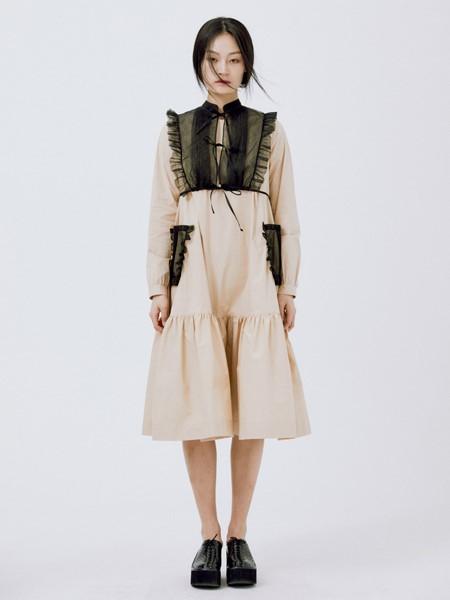 Minjukim国际品牌品牌2020秋冬细褶领连衣裙