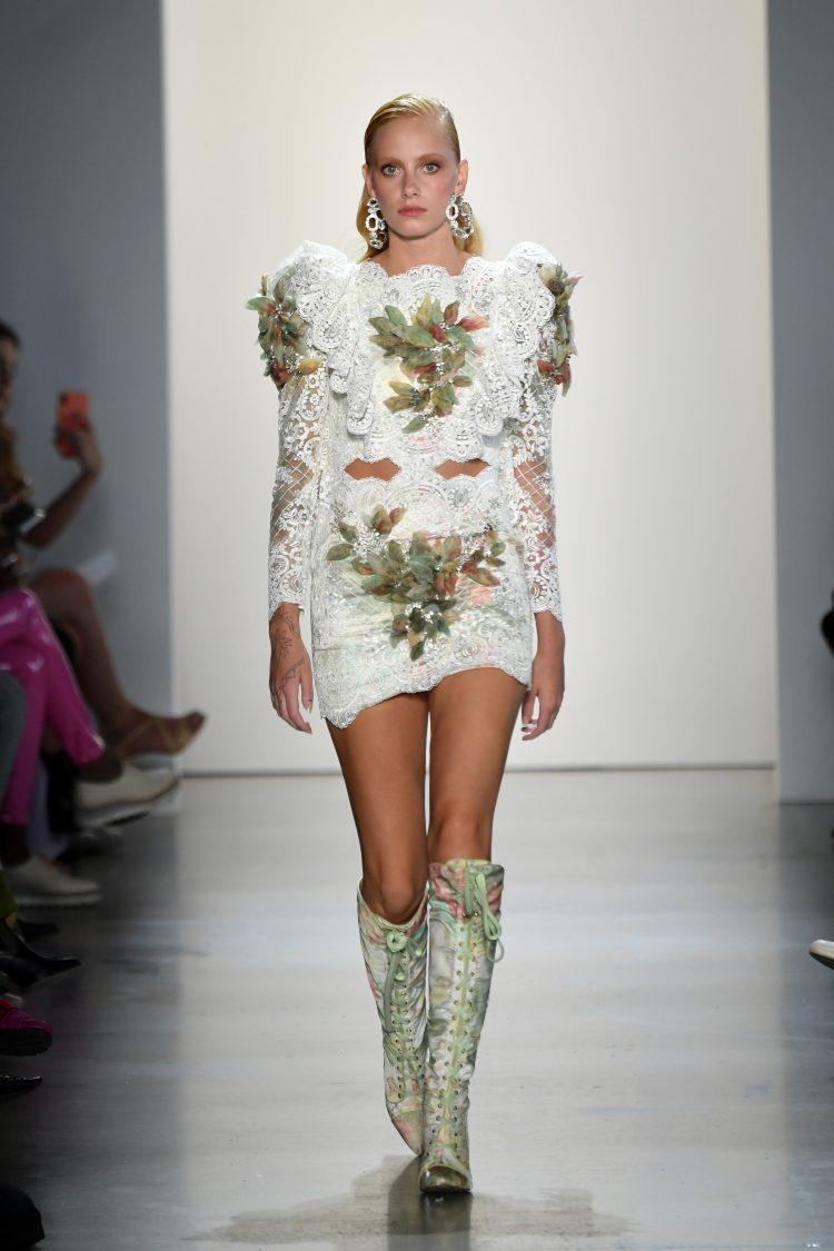 Raisa Vanessa国际品牌品牌2020春夏白色蕾丝花朵花朵刺绣迷你连衣裙