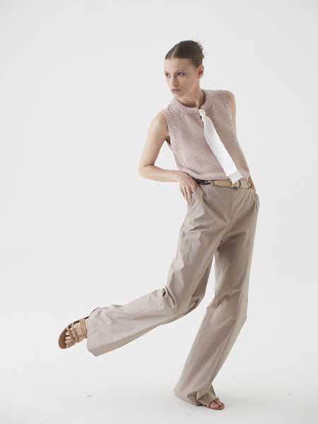 Cividini国际品牌品牌2020春夏纯色丝巾简洁无袖衬衫