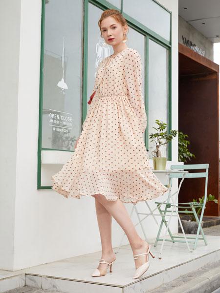 金蝶茜妮女装品牌2020春夏新款蕾丝花纹连衣裙