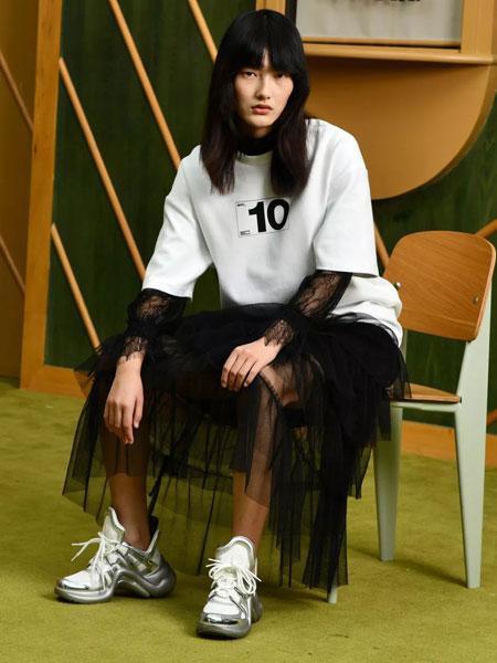 印象主题女装品牌2020春夏新款纯色印字简洁卫衣