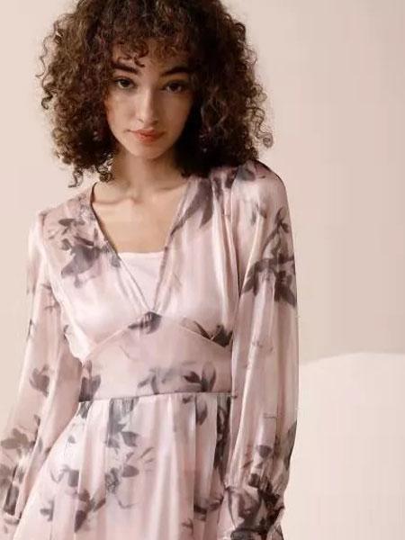 法尔莎女装品牌2020春夏新款纯色碎花气质连衣裙