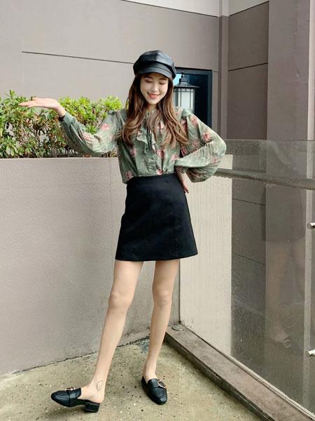 拉格蓓芮女装品牌2020春夏新款纯色碎花长袖上衣