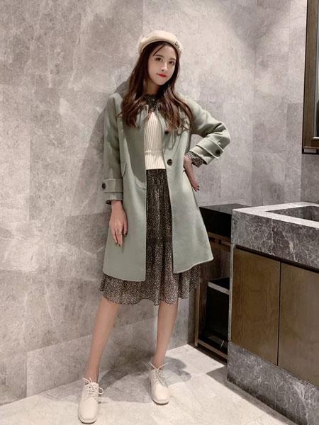 拉格蓓芮女装品牌2020春夏新款纯色纽扣长款风衣