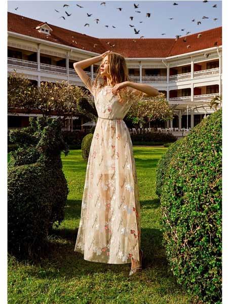 欧点女装品牌2020春夏新款纯色显气质短袖连衣裙