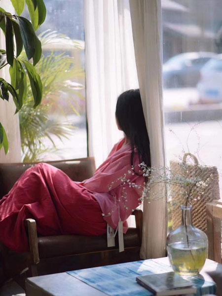 照本堂女装品牌2020春夏新款纯色复古连衣裙