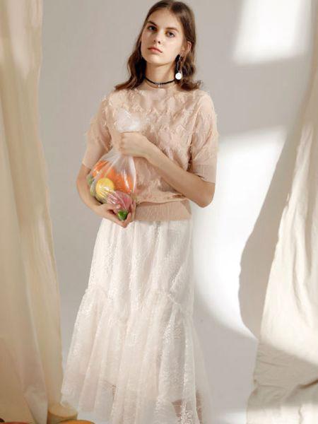 西蔻女装品牌2020春夏新款纯色蕾丝缕空性感连衣裙