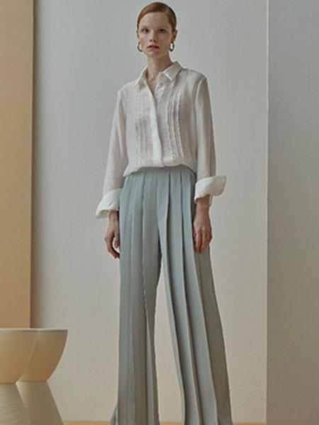 艾匹思女装品牌2020春夏新款纯色翻领气质纽扣衬衫