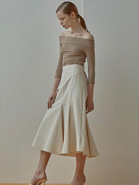 艾匹思女装品牌2020春夏新款纯色性感露肩长袖上衣