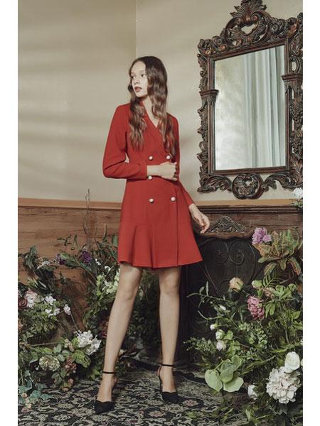 保时霓女装品牌2020春夏新款红色纽扣连衣裙