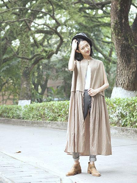 无轨女装品牌2020春夏新款纯色气质连衣裙