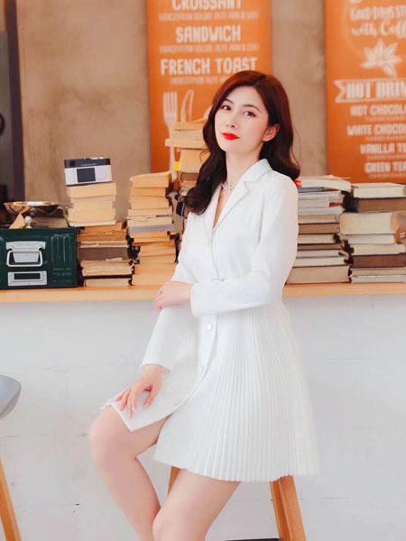 季候风女装品牌2020春夏新款纯色简洁气质连衣裙