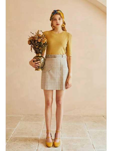 轩日女装品牌2020春夏新款格子短裙