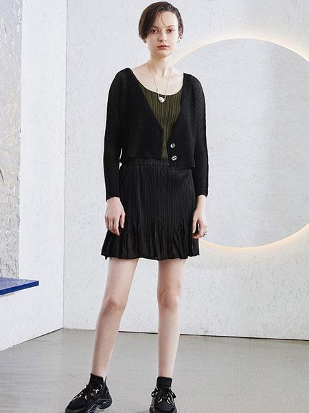 BIBILEE女装品牌2020春夏新款纯色性感短裙