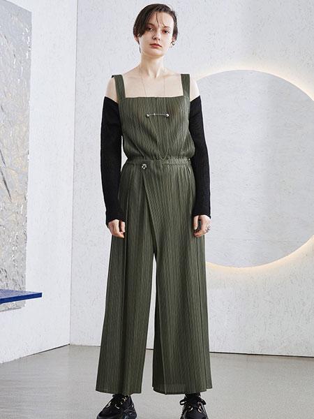 BIBILEE女装品牌2020春夏新款纯色露肩吊带连体衣