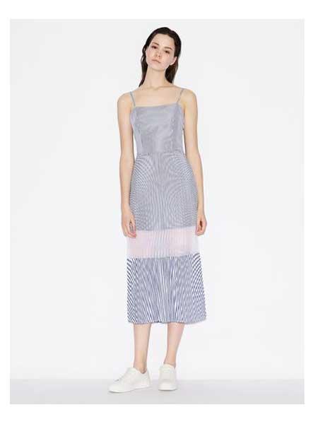 A X Armani Exchange���H品牌品牌2020春夏�o袖吊�нB衣裙