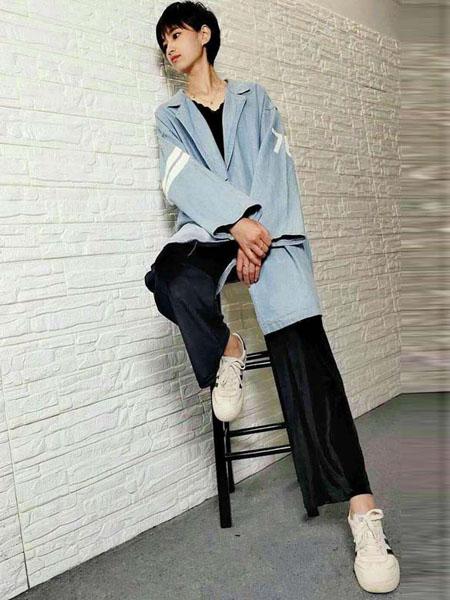 粤韵女装品牌2020春夏浅蓝色长牛仔外套