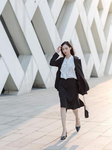 路尼裟女装品牌2020春夏黑西装套裙