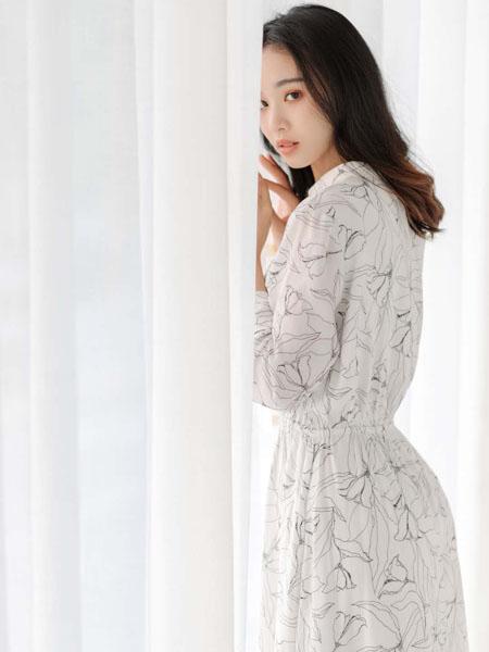 路尼裟女装品牌2020春夏浪漫白色连衣裙