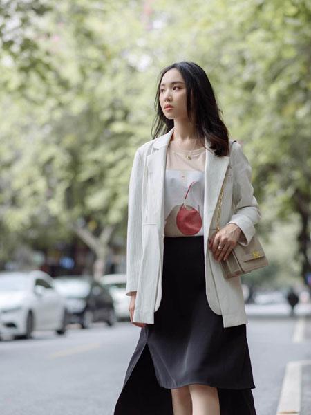 路尼裟女装品牌2020春夏白色西装
