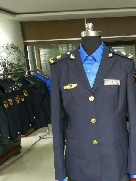 军信标志服装品牌店铺展示