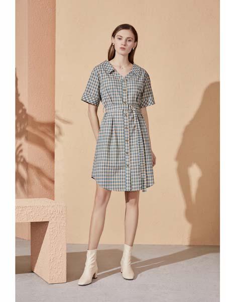 你即永恒女装品牌2020春夏格纹带扣连衣裙