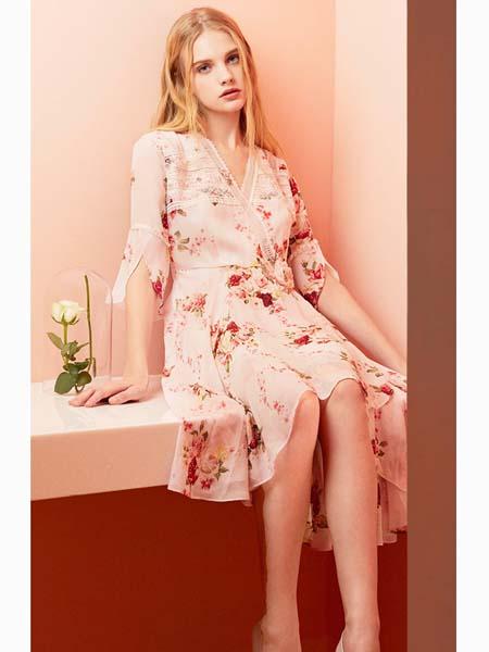 粉红玛莉 PinkMary女装品牌2020春夏碎花连衣裙