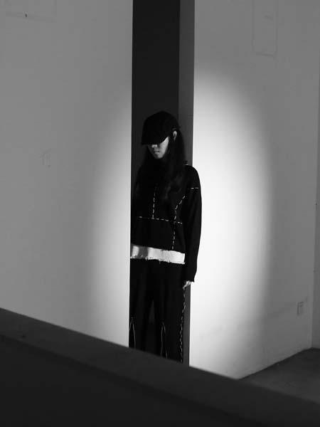 �xNAOMIHOO女装品牌2019年秋冬黑白针织衫