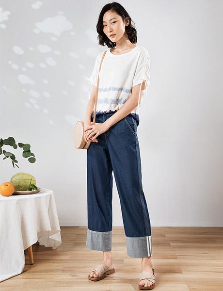 易菲女装品牌2020春夏白色T恤