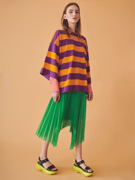 Jucca国际品牌时尚条纹半袖