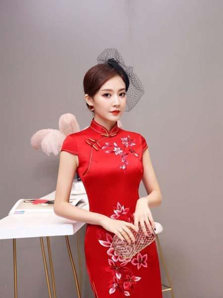 芝麻E柜女装品牌2020春夏热烈性感红旗袍