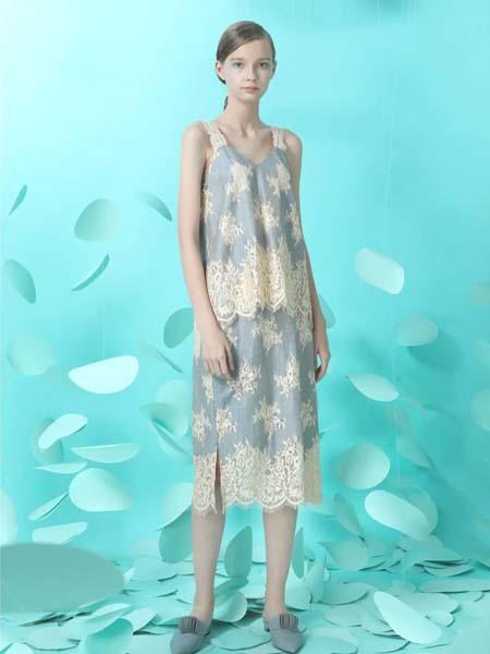 台绣女装品牌2020春夏柔雾蓝吊带上衣半身裙