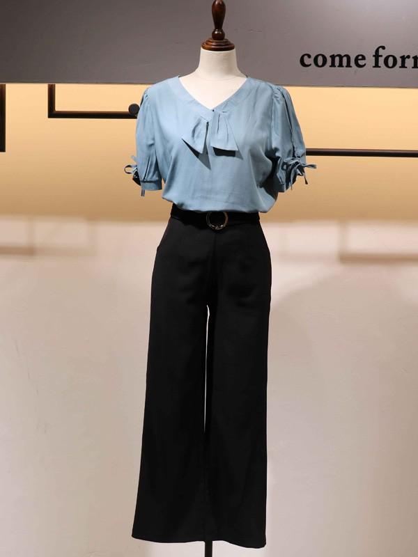 搜谷女装品牌2020春夏蝴蝶领迷雾蓝T恤