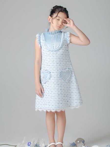 贝的屋童装品牌2020春夏直筒连衣裙爱心针织图