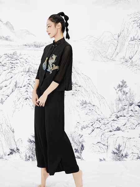 见花开女装品牌2020春夏刺绣黑色古韵雅致套装
