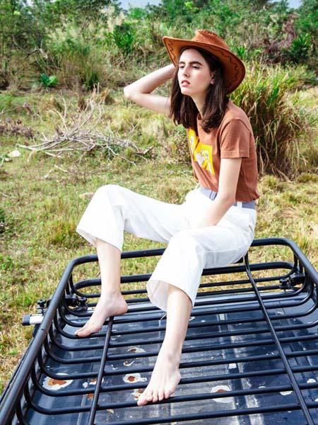 依歌女装品牌2020春夏T恤白色七分裤