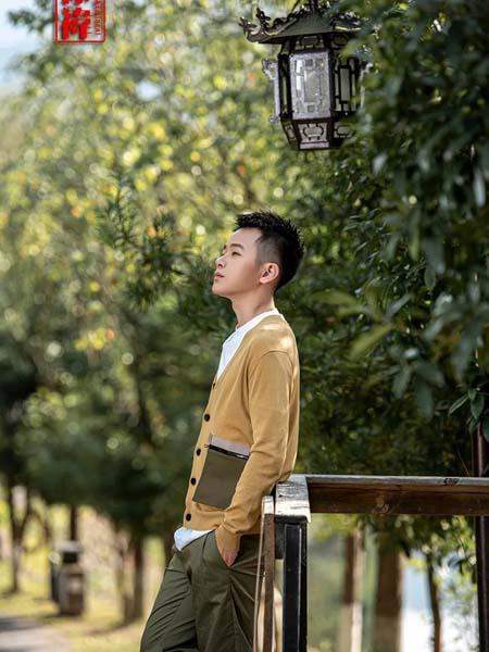 棣祎男装品牌2020春夏黄色针织外套