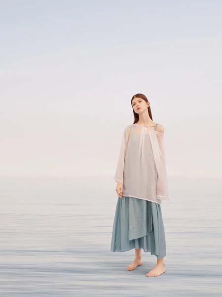 羽涵茜女装品牌2020春夏轻纱白色露肩飘逸透明雪纺衫